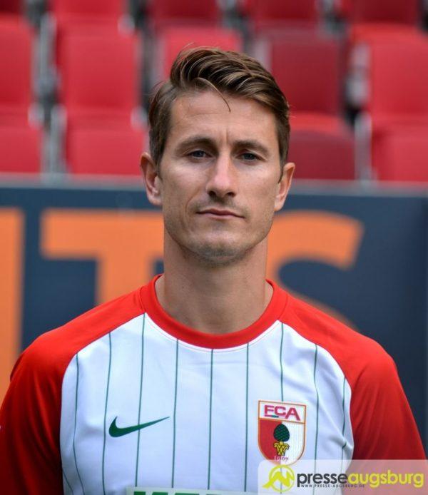 Große Überraschung beim FC Augsburg - Kapitän Verhaegh will gehen