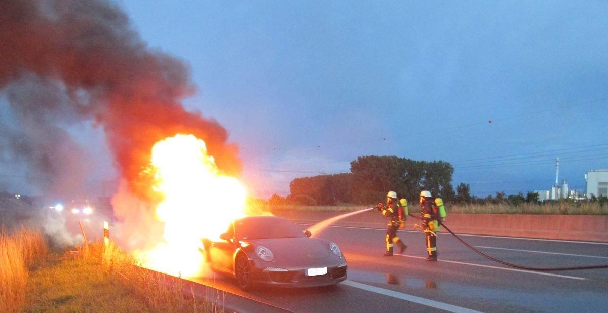 IMG_4010 BAB 8 / A S Friedberg  Porsche brennt nach Unfall aus - 95.000 Euro Sachschaden Aichach Friedberg Polizei & Co A8 Augsburg Feuerwehr Friedberg Porsche  Presse Augsburg