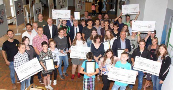 Energiesparende Schulen im Landkreis Augsburg erhalten Auszeichnung