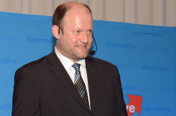 Es bleibt friedlich beim Wahlkampfauftritt von AfD-Politikerin Beatrix von Storch in Augsburg