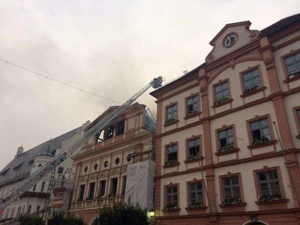 Dillinger Rathaus wird ein Opfer der Flammen - Wie geht es dort weiter?