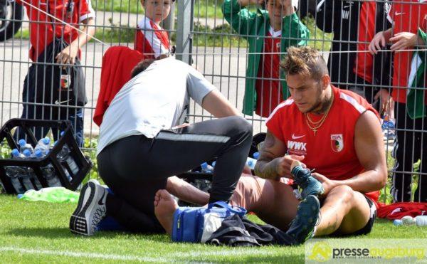 FC Augsburg | Bobadilla muss Training verletzt abbrechen