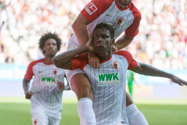 Der FC Augsburg feiert dank Cordovas Last-Minute-Treffer den ersten Punktgewinn
