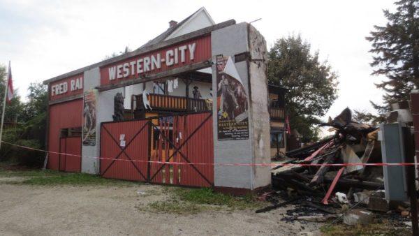 Feuer zerstört Western City Dasing - Es war Brandstiftung