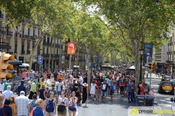 Terroranschlag | Fahrzeug fährt in Barcelona in Menschenmenge