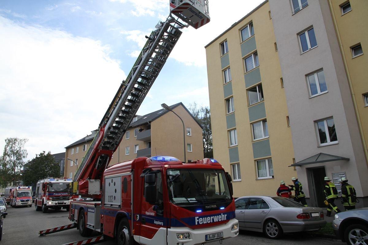 IMG_2096 Feuerwehreinsatz in Augsburg- Lechhausen - Aufmerksamer Nachbar verhindert Schlimmeres Augsburg Stadt News Polizei & Co Elisabethstraße Feuerwehr Lechhausen |Presse Augsburg