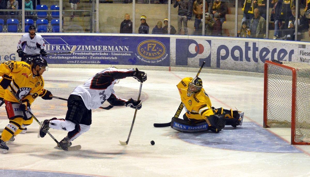 Joki EHC Königsbrunn gewinnt überraschend in Füssen Landkreis Augsburg mehr Eishockey News Sport Unterallgäu EHC Königsbrunn EV Füssen |Presse Augsburg