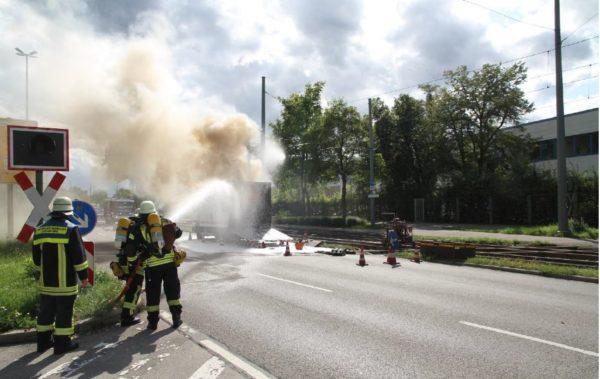Lebensgefährlicher Einsatz für die Augsburger Feuerwehr - Haunstetter Straße gesperrt