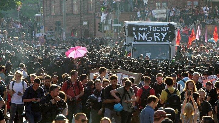 csm_Krawalle_G20_Gipfel_ZDF_Martin_Kaeswurm_789699a326 Radikale von links, rechts und im Netz Freizeit News Internet Linksradikale Rechtsradikale ZDFinfo |Presse Augsburg