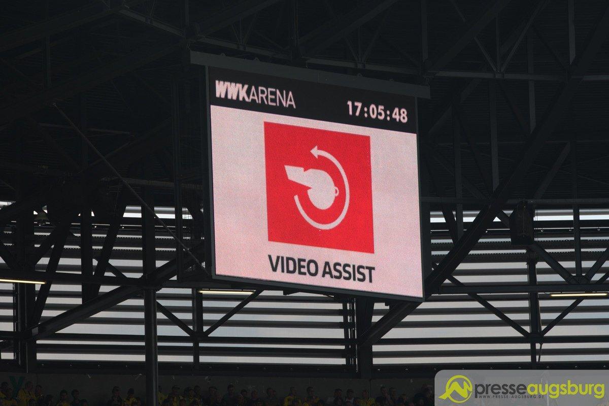 fca_bvb_058 DFB-Pokal ab Viertelfinale mit Video-Assistent Augsburg Stadt News Sport DFB Pokal Einsatz Video-Assistent Videobeweis |Presse Augsburg