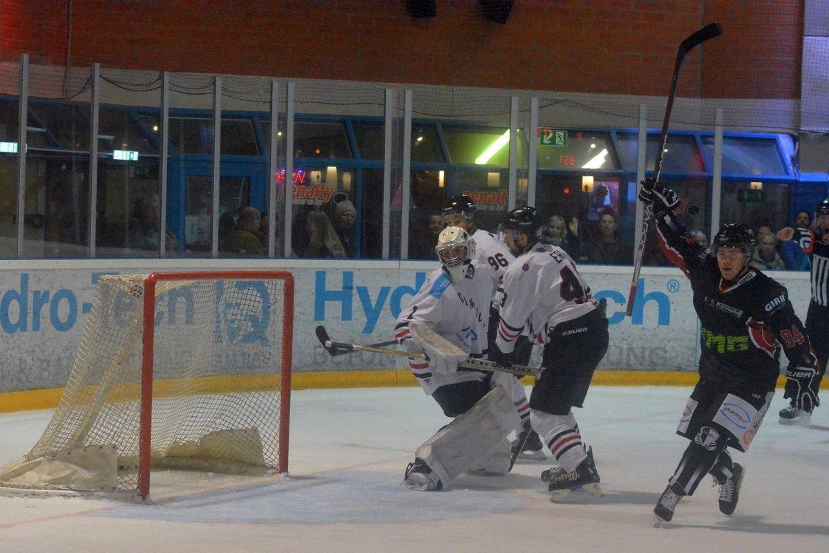 DZimmermann Eishockeykrimi gegen Dingolfing - EHC Königsbrunn sichert sich ersten Saisonsieg Landkreis Augsburg mehr Eishockey News Sport AEV Augsburger Panther EV Dingolfing  Presse Augsburg