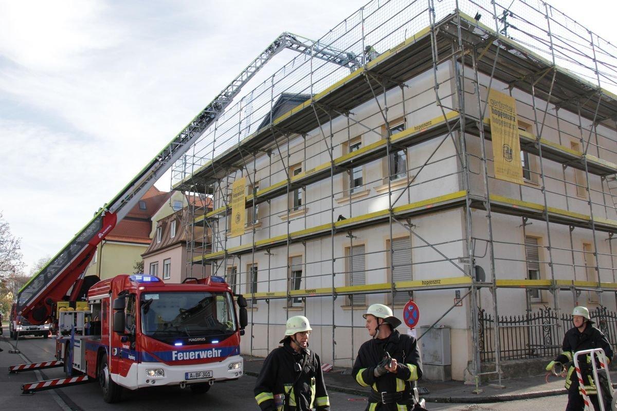augsburg oberhausen dachstuhl brennt vermutlich. Black Bedroom Furniture Sets. Home Design Ideas