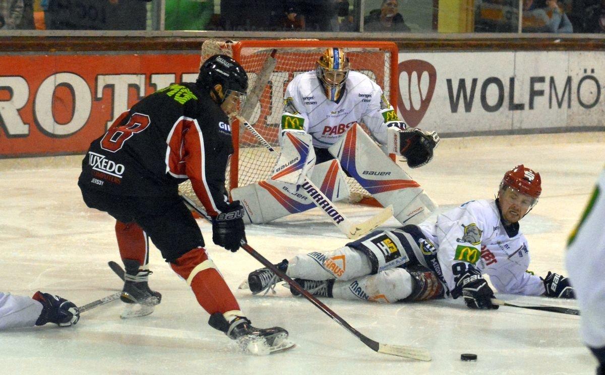 Max Der EHC Königsbrunn kämpft um die ersten Punkte Landkreis Augsburg mehr Eishockey News Sport EHC Königsbrunn EV Dingolfing Kissinger Wölfe |Presse Augsburg