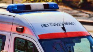 Vöhringen/A7 | Mini-Fahrer überschlägt sich und landet neben der Autobahn im Gebüsch