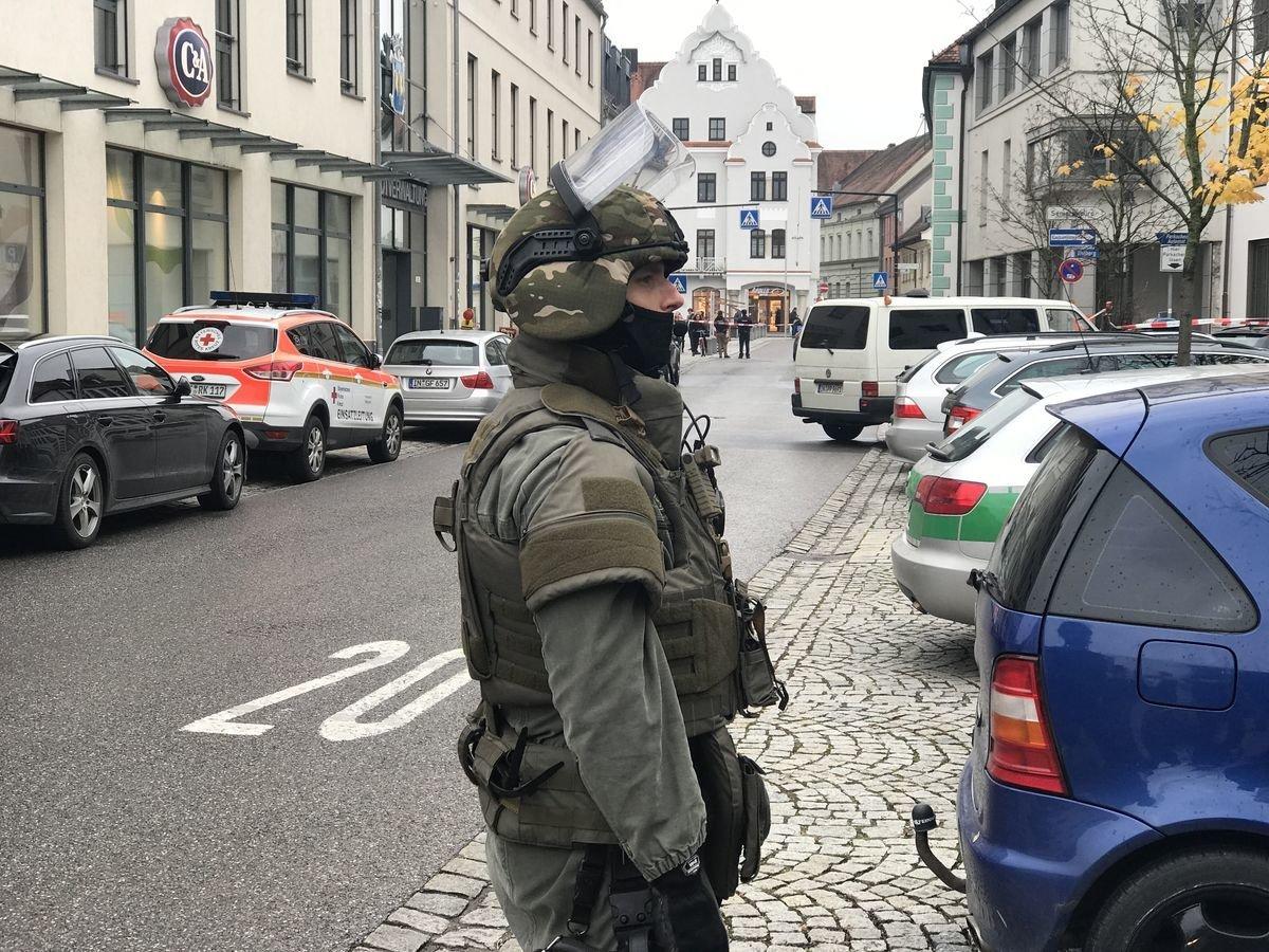 n5_171106_ID12152_1 Geiselnahme im Landratsamt Pfaffenhofen - Behörden geben Details bekannt Überregionale Schlagzeilen Vermischtes Geiselnahme Pfaffenhofen |Presse Augsburg