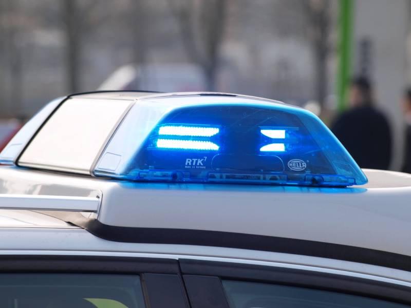 21 Jaehrige Stirbt Bei Zusammenstoss Mit Polizeiauto In Berlin