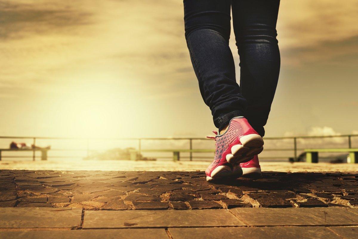 walk-2635038_1280 Fit ins neue Jahr - Einfache Tipps für mehr Bewegung im Alltag  Freizeit Gesundheit Überregionale Schlagzeilen Vermischtes  Presse Augsburg