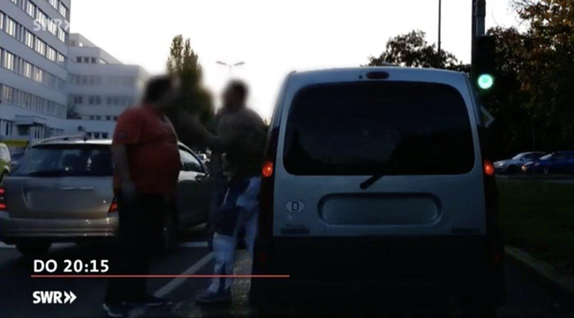 Bildschirmfoto-2018-02-28-um-20.16.27 TV-Tipp |Waffen im Straßenverkehr - Immer mehr Autofahrer rasten aus Freizeit TV-Tipp |Presse Augsburg