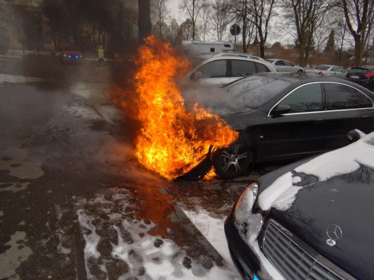 FFKBR_2017352-1 Königsbrunn | Ein Auto in Flammen Landkreis Augsburg News Polizei & Co Feuerwehr Königsbrunn |Presse Augsburg