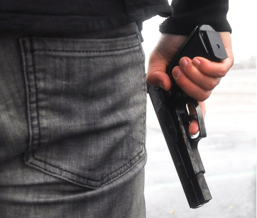 pistole Kaufbeuren | Bewaffneter Täter überfällt Tankstelle - Räuber auf der Flucht Kaufbeuren News Polizei & Co bewaffnet Kaufbeuren Mann Pistole Raub Tankstelle Überfall |Presse Augsburg