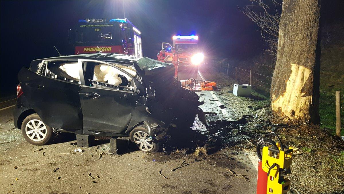 n5_180411_ID13048_1 Allgäu   Junger Mann überlebt Unfall nicht - Auto prallt in der Nähe des Alpsees mit voll Wucht gegen einen Baum News Oberallgäu Alpsee B 308 Immenstadt Unfall  Presse Augsburg