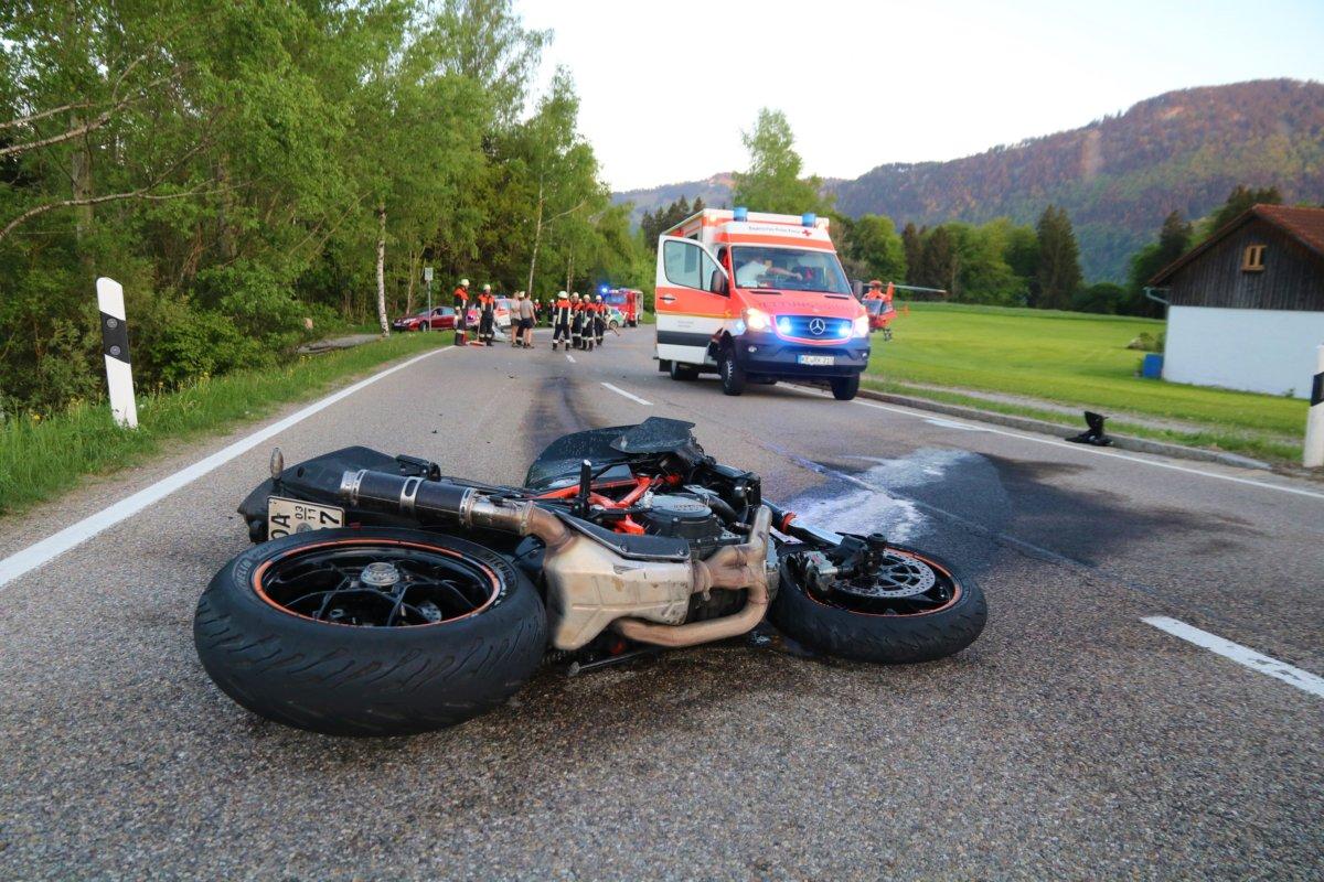 180509_Unfall_Motorrad_Immenstadt-10 Allgäu | Motorräder stoßen zusammen - Zwei Biker schwer verletzt News Oberallgäu Polizei & Co Immenstadt Motorradunfall Staatsstraße |Presse Augsburg