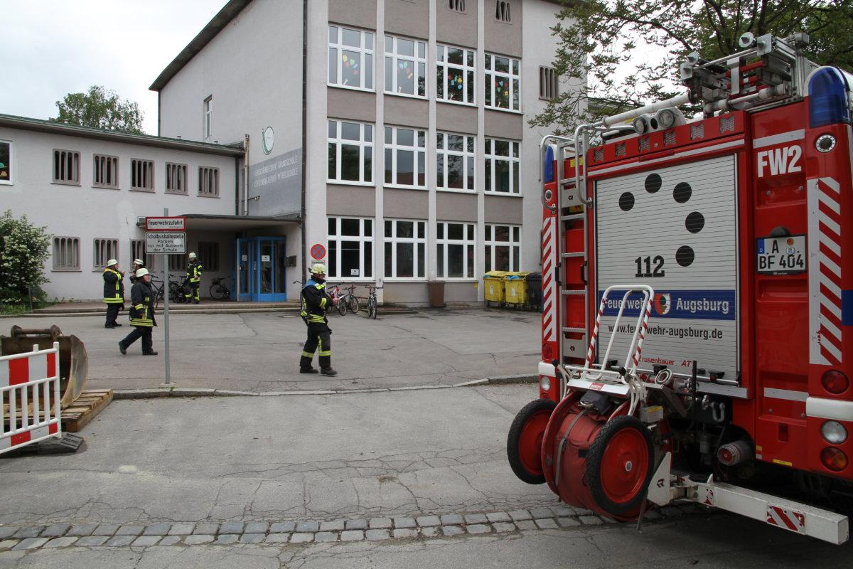 IMG_3274 Augsburg–Hochfeld | Feueralarm in der Kerschensteiner-Grundschule Augsburg Stadt News Polizei & Co Augsburg-Hochfeld Feuerwehr Kerschensteiner-Grundschule |Presse Augsburg