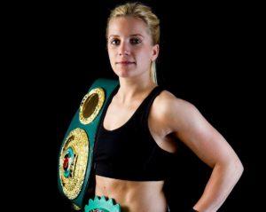 Gewinnspiel | Augsburgs Boxweltmeisterin Tina Rupprecht verteidigt Titel in Kühbach