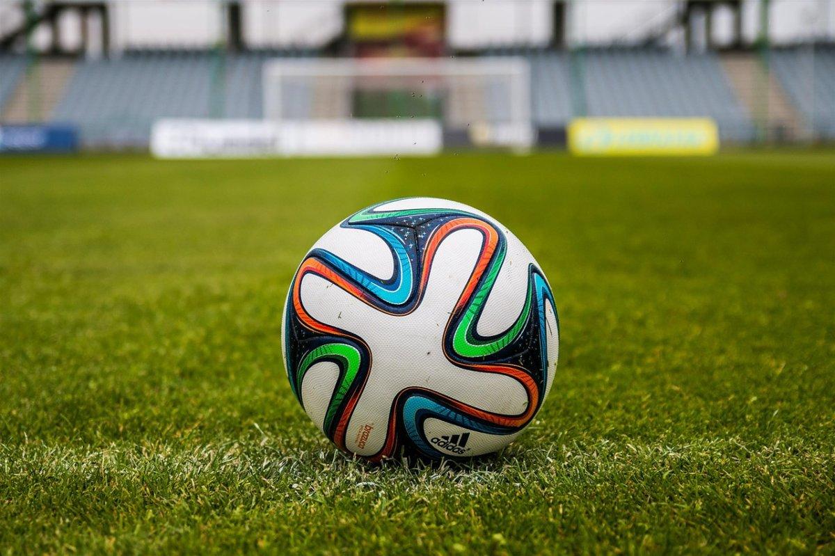the-ball-488717_1280 FC Memmingen |Erstes Testspiel beim Bayernliga-Vizemeister Pullach mehr Fußball Memmingen News Sport Bayernliga FC Memmingen SV Pullach Testspiel |Presse Augsburg