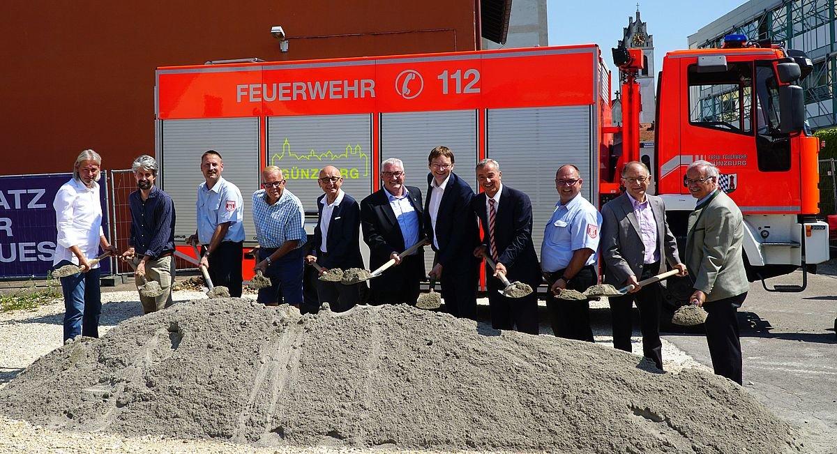 2018_07_25_Feuerwache_Spatenstich-1 Nach 10 Jahren Planungszeit - Spatenstich für eine neue Feuerwache in Günzburg Günzburg News Polizei & Co Feuerwache Feuerwehr Günzburg Spatenstich  Presse Augsburg