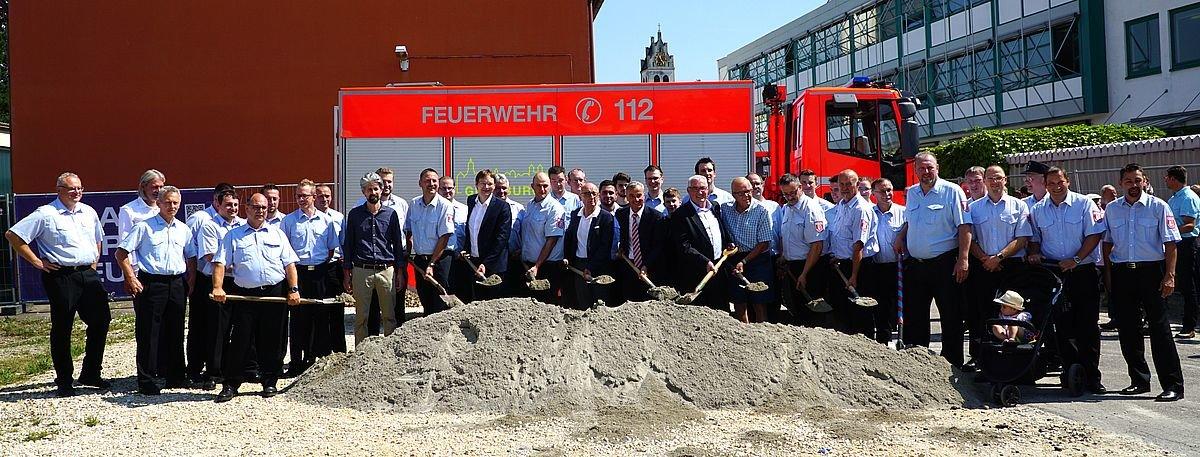 2018_07_25_Feuerwache_Spatenstich-2 Nach 10 Jahren Planungszeit - Spatenstich für eine neue Feuerwache in Günzburg Günzburg News Polizei & Co Feuerwache Feuerwehr Günzburg Spatenstich  Presse Augsburg