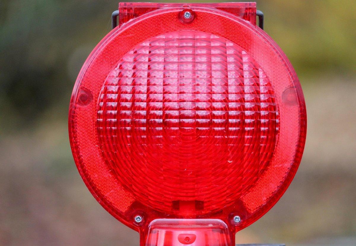 warning-light-2946223_1280 Transport zu gefährlich | Bazooka-Granate aus dem 2. Weltkrieg in Leipheim gezielt gesprengt Neu-Ulm News Polizei & Co Bazooka Granate Leipheim Sprengung |Presse Augsburg