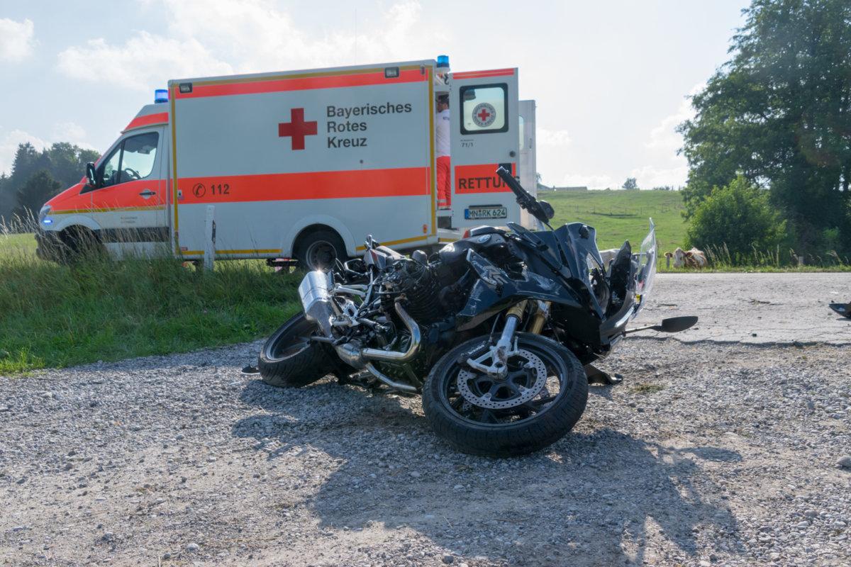 UNFALL_Motorrad_Oberegg-18 Unterallgäu   Motorradfahrer prallt zwischen Unteregg und Bayersried gegen VW-Bus und wird schwer verletzt News Newsletter Polizei & Co Unterallgäu Bayersried Motorrad Unfall Unteregg  Presse Augsburg
