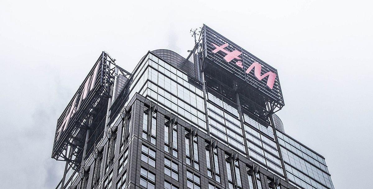 hm-923484_1920 Bericht: H&M kämpft mit Ladenhütern im Milliardenwert - Kleidung wird vernichtet Politik & Wirtschaft Überregionale Schlagzeilen Frontal 21 H&M Hennes & Mauritz WirtschaftsWoche ZDF  Presse Augsburg
