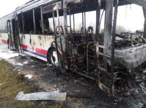 Bus auf der Staatsstraße bei Bergheim ausgebrannt - Schüler und Fahrerin bleiben unverletzt