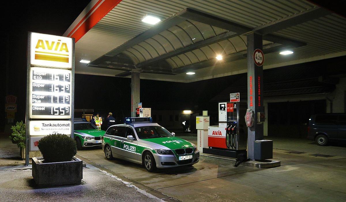 IMG_9435 Ostallgäu | Bewaffnete Täter überfallen Tankstelle - Zwei Männer auf der Flucht News Ostallgäu Polizei & Co AVIA Tankstelle Überfall Unterthingau |Presse Augsburg