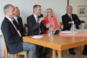 Eine Chance für die Geburtenstation in Aichach? - Gesundheitsministerin Huml kommt zu Ortstermin