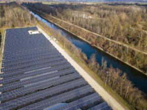 Solarpark auf dem  Gelände des Wasserkraftwerks in Gersthofen fertiggestellt