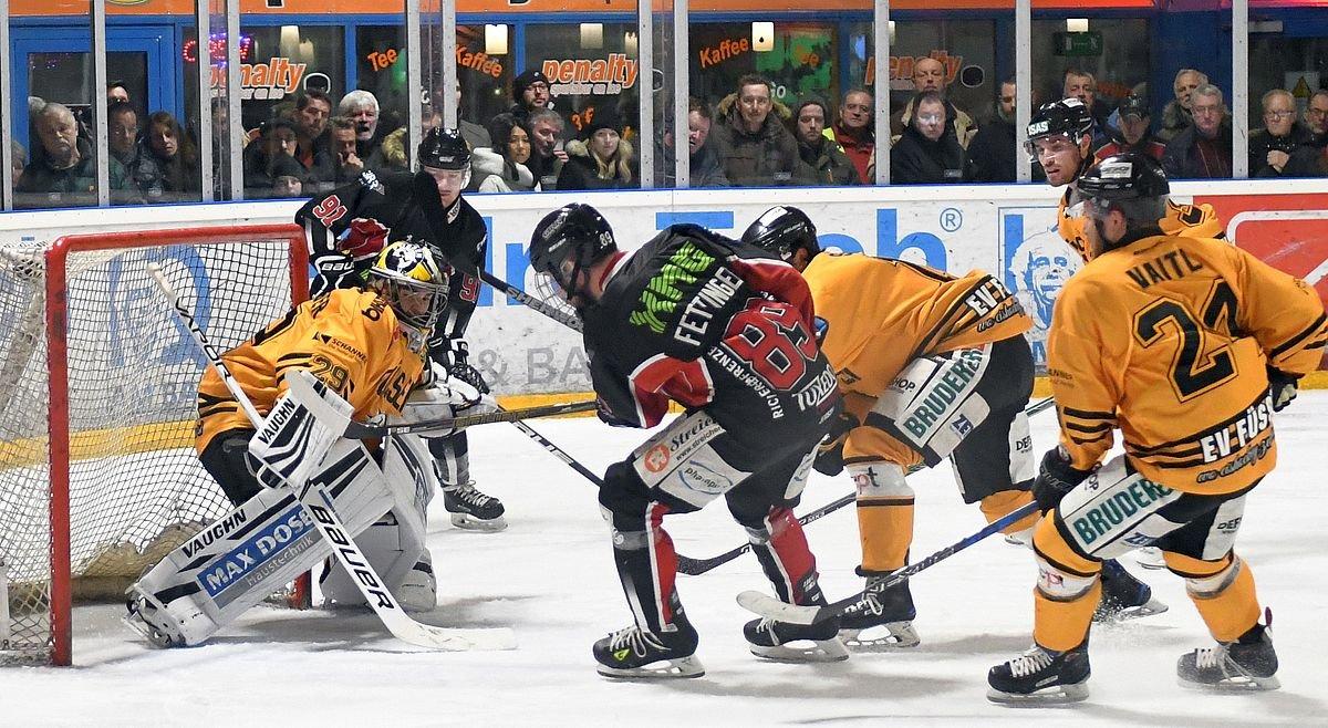 Tor EHC Königsbrunn hat gegen Füssen kaum eine Chance Bildergalerien Landkreis Augsburg mehr Eishockey News Ostallgäu Bayernliga EHC Königsbrunn EV Füssen |Presse Augsburg