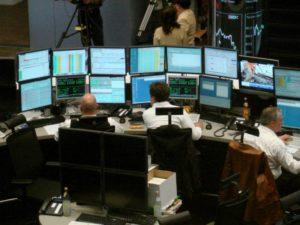 DAX lässt kräftig nach - Euro schwächer