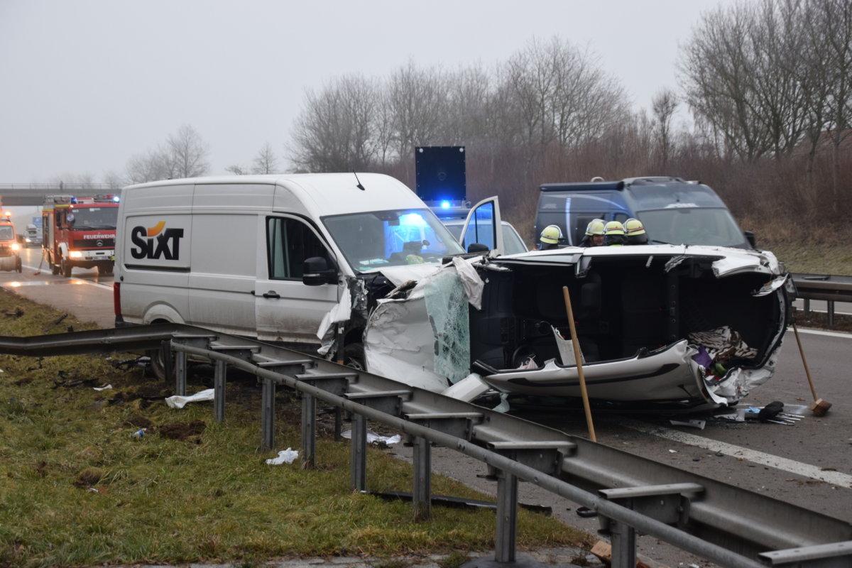07-DSC_4963 Unterallgäu |Schwerer Verkehrsunfall auf der A 96 bei Mindelheim - Zeugen gesucht News Polizei & Co Unterallgäu A96 Mindelheim Sprinter Unfall |Presse Augsburg