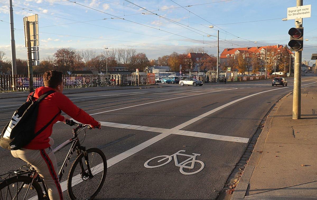 18 11 30 Radfahrstreifen Langenmantelstraße Foto Michael Hochgemuth Stadt Augsburg 03