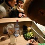 2018-12-10-Philipp-Max-–-55-150x150 Bildergalerie | FC Augsburg-Spieler schenkt auf dem Christkindlesmarkt aus Augsburg Stadt Bildergalerien FC Augsburg News Sport Augsburger Christkindlesmarkt FC Augsburg FCA Glühwein |Presse Augsburg