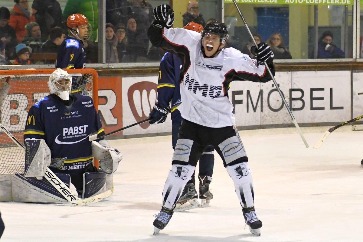 Maxi2 EHC Königsbrunn sichert sich mit Sieg in Schweinfurt Platz in der Aufstiegsrunde Bildergalerien Landkreis Augsburg mehr Eishockey News Sport EHC Königsbrunn Schweinfurt Mighty Dogs |Presse Augsburg