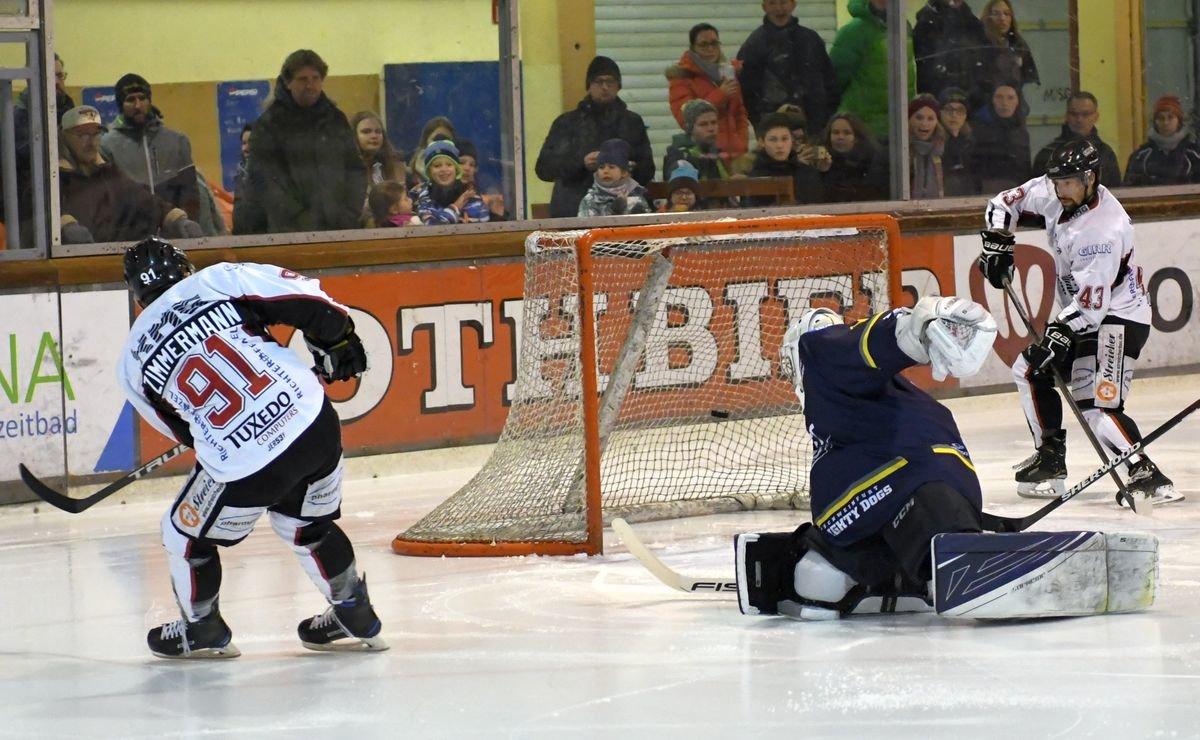 Zimbo EHC Königsbrunn sichert sich mit Sieg in Schweinfurt Platz in der Aufstiegsrunde Bildergalerien Landkreis Augsburg mehr Eishockey News Sport EHC Königsbrunn Schweinfurt Mighty Dogs |Presse Augsburg