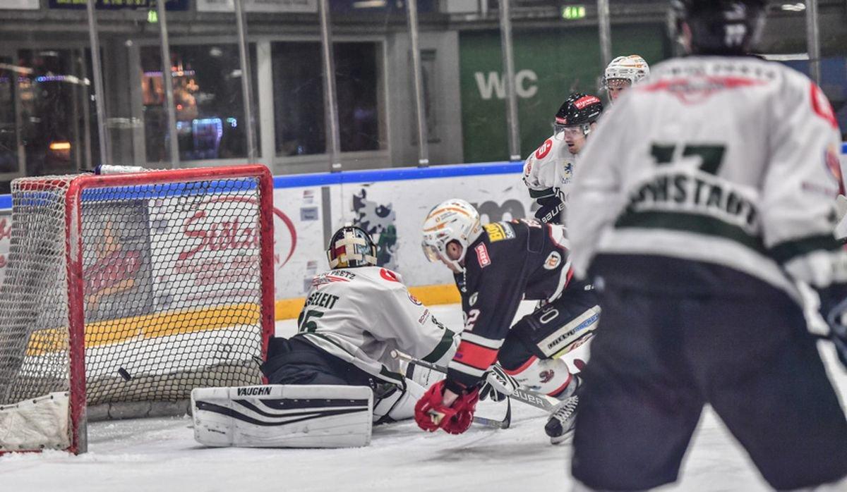 DSC_1865-5 Auftakt in die Meisterrunde | Memmingen Indians erlegen die Höchstadt Alligators mehr Eishockey Memmingen News Sport ECDC Memmingen Indians Höchstadt Alligators Oberliga |Presse Augsburg