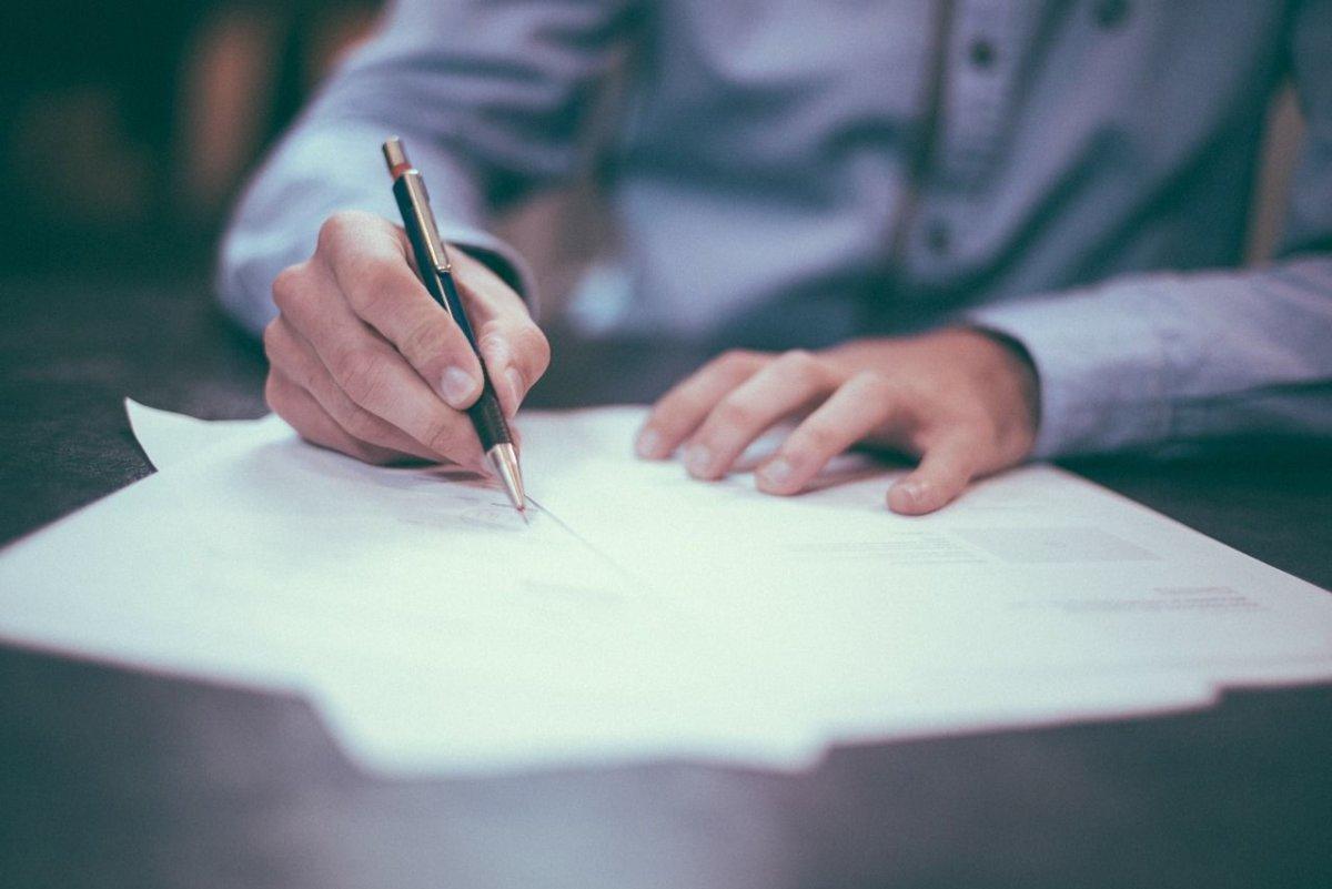 Vertrag Unterschrift Schreiben