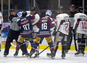 Ein heißer Fight | EHC Königsbrunn zeigt gegen Riessersee ein starkes Spiel