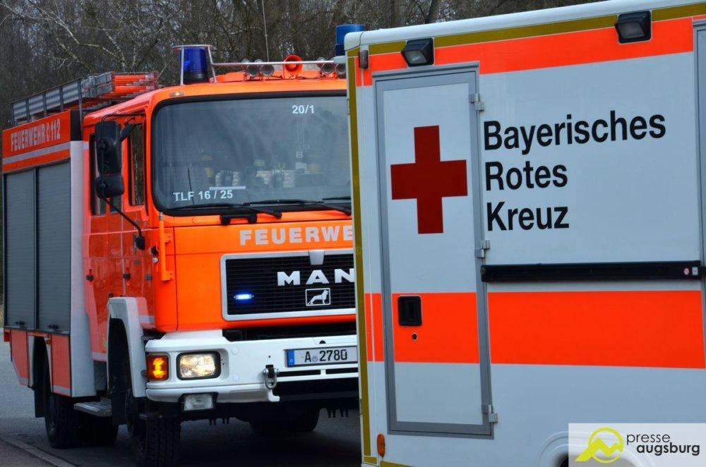 DSC_1979 Schlimmer Unfall bei Langerringen - Mann wird aus Panoramadach geschleudert und schwer verletzt Landkreis Augsburg News Newsletter Polizei & Co Feuerwehr Kreisstraße Langerringen Unfall |Presse Augsburg