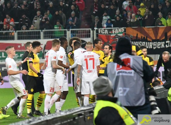 fcabvb027-573x420 Doppelpack von Ji! Der FC Augsburg mit Heimsieg gegen Dortmund Augsburg Stadt Bildergalerien FC Augsburg News Newsletter Sport #fcabvb 1. Bundesliga Bundesliga DFL |Presse Augsburg
